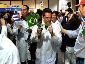 Mais de 70 profissionais chegaram ao RS para participar do programa 'Mais, Médicos' - Grupo de estrangeiros desembarcou nessa segunda-feira no Aeroporto Salgado Filho.