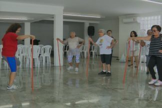 Academia especial para a 3ª idade está movimentando os idosos de Campina Grande - Turma animada da academia mostra que tem mais energia que muitos jovens.