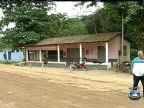RJ Móvel cobra pela segunda vez obras de pavimentação em Nova Iguaçu - Os moradores reclamam dos problemas que persistem nas estradas RJ 113. Carros e ônibus tem dificuldades para desviar dos buracos. Em dia de chuva, os pedestres são obrigados a pisar na lama.
