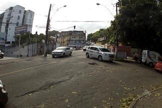 Equipe do Bahia Meio Dia flagra diversas infrações no trânsito de Salvador - O gerente de trânsito da Transalvador fala sobre o que o órgão tem feito para coibir a imprudência dos motoristas da capital baiana.