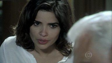 Aline incentiva César a desmoralizar Félix - Ele volta sem sucesso da conversa com Atílio, e a esposa sugere mudar a estratégia