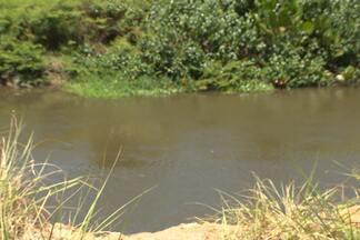 Mulher encontrada morta com pés e mãos amarradas em rio na PB-008 é identificada - Filho da vítima de três anos, que estava desaparecido, foi encontrado por vigia próximo ao hospital do Valentina.