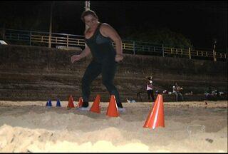 Amigos se unem contra o peso e deixam vida sedentária de lado - Grupo faz exercícios na praia em frente à orla de Santarém