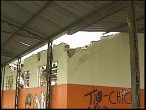 Moradores reclamam de abandono em centros comunitários de Araçatuba - Os centros comunitários de Araçatuba (SP), uma das principais cidades do noroeste paulista, estão em situação de abandono. Locais que poderiam oferecer atendimento médico, atividades para jovens em situação de risco ou para donas de casa.