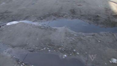 Moradores do Jardim Anhanguera, em Praia Grande, reclamam das condições do bairro - Eles dizem que falta asfalto, saneamento básico e que o correio também não chega ao local