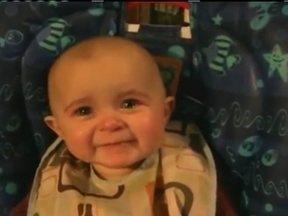 Fantástico explica como emoções se desenvolvem em bebês - Um vídeo na internet, de uma bebê se emocionando ao ouvir a mãe cantar, vem chamando a atenção do mundo inteiro e já foi visto 18 milhões de vezes. O Fantástico ouviu especialistas para explicar como emoções se desenvolvem em crianças.