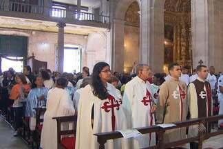 Missa na Catedral Basílica de Salvador comemora o Dia de Todos os Santos - A celebração, que marca a união entre os devotos, foi realizada no último domingo e reuniu dezenas de fiéis.