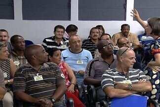 População espera a chegada de médicos estrangeiros em unidades de saúde da Grande Goiânia - Além da falta de equipe médica, unidades possuem problemas de infraestrutura. No final de semana, o forro do telhado de um deles, em Aparecida de Goiânia, desabou.