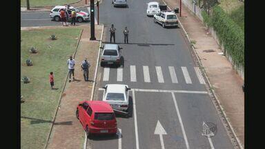 Três pessoas ficam feridas em acidente na Via Expressa, em Araraquara, SP - Três pessoas ficam feridas em acidente na Via Expressa, em Araraquara, SP.
