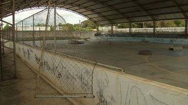 População cobra revitalização de Centro Social Urbano - Espaço dedicado ao esporte e lazer tem estrutura destruída.
