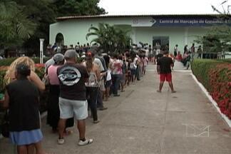Filas na Central de Marcação de Exames e Consultas, em São Luís, estão maiores - Além disso, de acordo com a população, é muito difícil agendar um procedimento, ou até mesmo uma visita ao médico.