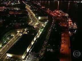 Trânsito é complicado no Rio, no sentido Avenida Brasil - O trânsito segue lento em toda a extensão da Rodrigues Alves.