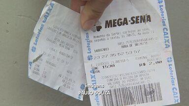 Dois são presos prontos para aplicar o golpe do bilhete premiado - A vítima ia entregar R$ 2 mil aos bandidos em Ribeirão Preto.