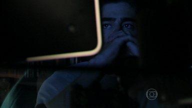 Além do Horizonte - segundo capítulo, dia 05/11/2013, na íntegra - Rafa vê a mensagem deixada por Paulinha