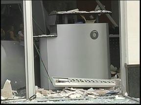 Em Irapuã, criminosos explodem caixas automáticos de dois bancos - Em apenas dois dias, três agências bancárias são alvo de bandidos na região noroeste paulista. Durante a madrugada desta quarta-feira (6), os caixas automáticos dos dois bancos que funcionam em Irapuã (SP) foram explodidos.