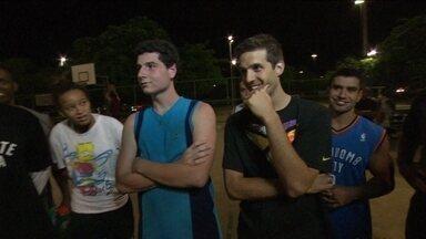 Peladeiros do basquete de rua são apresentados ao reforço 'gringo' do Flamengo - Nicolas Laprovittola é o novo armador do clube e da seleção argentina.