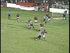 Atlético e Grêmio já viveram decisões importantes - Baú do Globo Esporte mostra confrontos históricos na Copa do Brasil e no Brasileirão