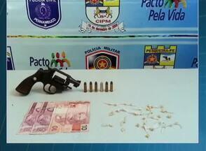 Polícia realiza operação em cidades do Agreste nesta quarta-feira (6) - Ação está sendo realizada em Pesqueira, Alagoinha, Poção e Sanharó. Objetivo é cumprir mandados de busca e apreender drogas e armas.