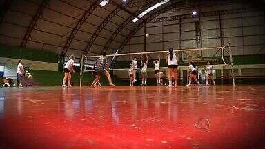 Equipe de Tangará da Serra treina para Campeonato Estudantil - A equipe feminina treina para disputar o Campeonato Estadual.