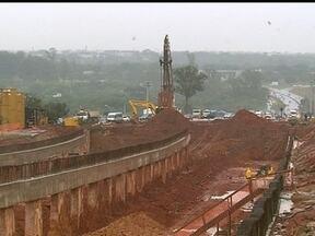 GDF promete que obras do novo acesso ao aeroporto ficam prontas em seis meses - O governo já gastou R$ 50 milhões com o novo complexo viário. A preocupação é com a chegada das chuvas, que pode comprometer os trabalhos.
