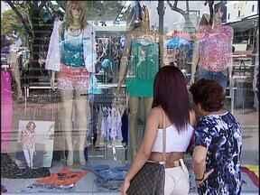 Anivesário de Cascavel mais uma vez vira discussão entre comerciantes - Os comerciantes dizem que ficam no prejuízo fechando as lojas no dia 14.