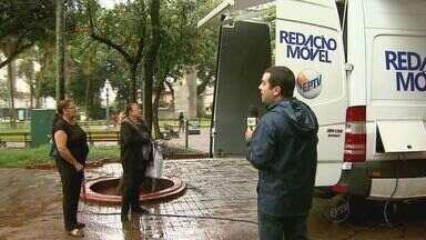 EPTV aproxima telespectador da TV com a Redação Móvel - No 1º dia do projeto, muita gente passou pelo calçadão de Ribeirão para sugerir uma reportagem.
