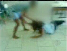 Vídeo de briga entre alunas de São Pedro da Aldeia, RJ, gera discussão - Pais estão preocupados com a situação.Brigada teria acontecido na terça-feira (5).