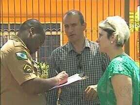 Confusão em frente ao sindicato dos servidores municipais em Foz do Iguaçu - A polícia e a guarda municipal foram chamadas. O bate boca foi entre o presidente e o diretor jurídico da instituição.