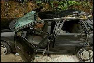 Joias são encontradas dentro de carro envolvido em acidente - Segundo a PRF, as peças foram roubadas em Diamantina (MG).