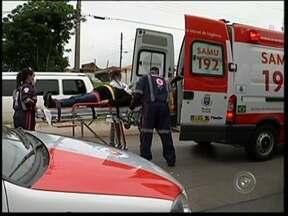 Motorista passa mal e provoca acidente em Itapeva, SP - Um acidente na tarde desta quarta-feira (6) tumultuou o trânsito na avenida Paulino de Moraes, no Jardim Maringá, em Itapeva (SP). De acordo com testemunhas, o acidente foi provocado por uma motorista que passou mal ao volante.