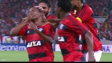 Gol do Flamengo! Elias acerta lindo chute e marca aos 23 do 1º tempo - Gol do Flamengo! Elias acerta lindo chute e marca aos 23 do 1º tempo