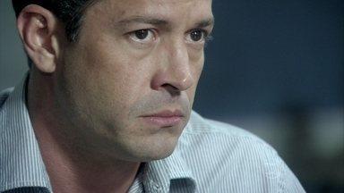 Amor à Vida - Capítulo de quarta-feira, dia 06/11/2013, na íntegra - Bruno conta a César que achou Paulinha numa caçamba de lixo