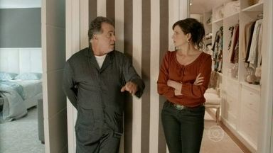 A Mulher do Prefeito - episódio de 08/11/2013, na íntegra - Aurora é convencida por cartomante a assinar contrato com a federação de futebol