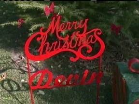 Moradores de cidade nos EUA antecipam o Natal para realizar desejo de menino com câncer - Devin Kohlman, de 13 anos, vivia normalmente em Port Clinton até descobrir que tinha um câncer no cérebro. Ele revelou que queria celebrar o Natal em sua cidade. O prefeito, então, convocou a todos para realizar seu desejo.
