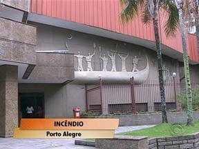 Controlado o incêndio no Grêmio Náutico União, em Porto Alegre - Ninguém ficou ferido.