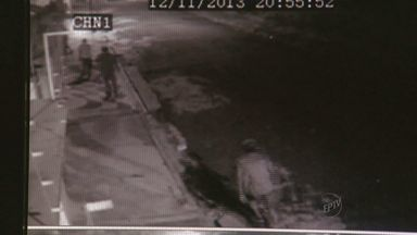 Sargente da Polícia Militar reage a roubo e assaltante é baleado em Americana - Um sargento da Polícia Militar reagiu a uma tentativa de roubo a casa dele e acabou baleando um dos assaltantes. Outros três foram presos.