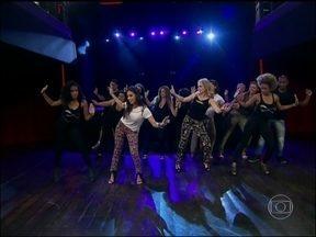 Reveja Angélica e Anitta no Estrelas - Cantora ensinou apresentadora a dançar coreografia