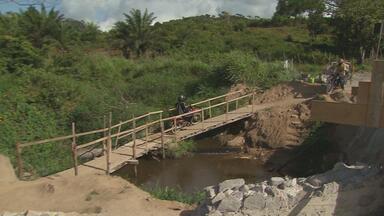 Moradores de moreno reclamam de prejuízos por causa da demora na reconstrução da ponte - Ponte liga o povoado de Matriz da Luz, em Moreno, a São Lourenço da Mata.