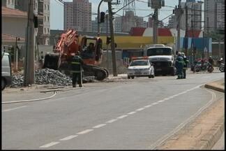 Vazamento de gás complica trânsito em Mogi das Cruzes - O vazamento de gás foi na Avenida Francisco Rodrigues Filho. Em uma escola os alunos foram dispensados mais cedo.