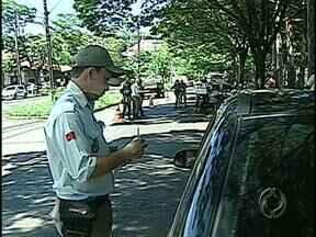 Cem policiais estão mobilizados para garantir a segurança durante o feriado em Londrina - Até domingo, agentes farão a fiscalização do trânsito e dos documentos de quem entra e sai da cidade.