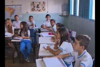 Denúncia de suposta tentativa de fraude na Prova Brasil na Paraíba - Alunos e a diretora de uma escola pública municipal na cidade de Cabaceiras denunciaram que os estudantes fizeram a prova, mas os gabaritos foram marcados por outra pessoa.