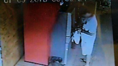Polícia prende parte de quadrilha especializada em explodir caixas eletrônicos - Dois homens foram presos, em Fortaleza, depois de seis meses de investigações.