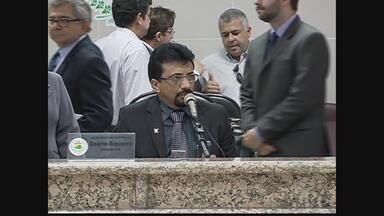 Osório Siqueira toma posse como prefeito interino de Petrolina, PE - Julio Lóssio foi afastado pela Justiça Eleitoral. Ele é suspeito de abusar de poder econômico e ter regularizado imóveis de um loteamento popular durante o período eleitoral, em 2012.