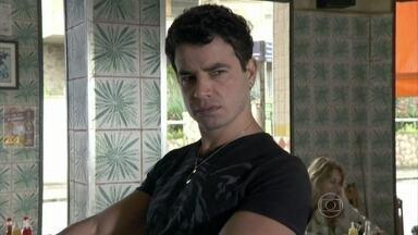Carlito fica chateado por Valdirene ter ido embora - Denizard se queixa das mulheres