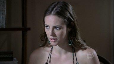 Paloma evita contar para Paulinha sobre o que Félix fez com ela - A briga no dia anterior vira assunto no café da manhã. A menina repara algo estranho no ar