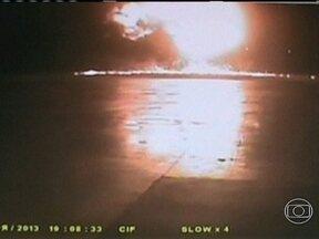 Rússia divulga imagens da queda de avião no aeroporto de Kazan - Uma câmera de segurança mostra o boeing 737 em queda livre na vertical e a bola de fogo da explosão após o impacto, no domingo (17). A aeronave tinha decolado de Moscou com 50 pessoas a bordo. Não houve sobreviventes.