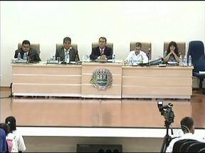 Câmara de Vereadores de Itaí tem novo presidente - A Câmara de Itaí (SP) tem um novo presidente. A vereadora Célia Sakamoto - que ocupava o cargo - teve o mandato cassado. Ela é acusada de comprar um carro de luxo em nome de uma funcionária.