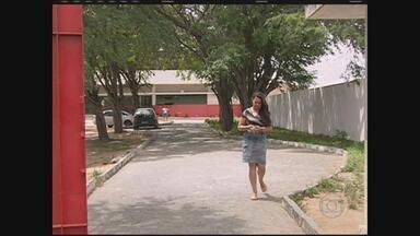 Professores da rede pública de Caruaru fazem paralisação de 48 horas - Categoria pede melhores condições de trabalho; apenas alguns professores trabalharam na terça.