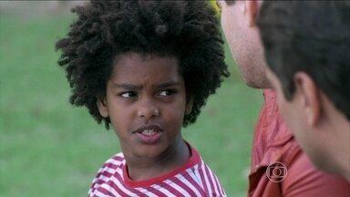 Encontro mostra o caso de preconceito em Amor à Vida - Na trama, Jayminho (Kayky Gonzaga) foi vítima de preconceito no orfanato