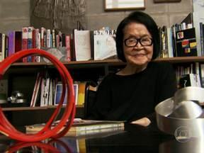 """Exposição comemora o centenário da artista plástica Tomie Ohtake - Nesta quinta (21), a artista plástica Tomie Ohtake faz 100 anos. E para comemorar, o instituto que leva o nome da artista inaugura no sábado (23) a exposição """"Gesto e Razão Geométrica""""."""